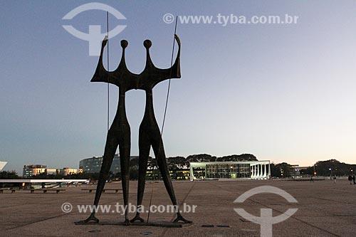 Assunto: Escultura Os Guerreiros - também conhecida como Os Candangos / Local: Brasília - Distrito Federal (DF) - Brasil / Data: 08/2013