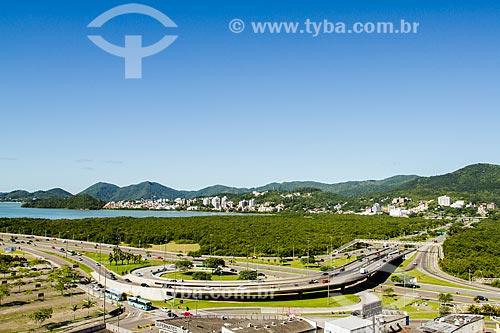 Assunto: Vista do Elevado do CIC na SC-401 com o Parque do Manguezal do Itacorubi / Local: Florianópolis - Santa Catarina (SC) - Brasil / Data: 12/2013