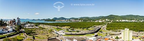 Assunto: Vista geral do Elevado do CIC na SC-401 com o Parque do Manguezal do Itacorubi / Local: Florianópolis - Santa Catarina (SC) - Brasil / Data: 12/2013