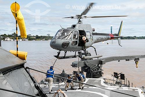 Assunto: Helicóptero pousando no Navio Patrulha Fluvial Pedro Teixeira (P-20) durante a expedição Rio Madeira - operação de fiscalização da Marinha do Brasil no Rio Madeira / Local: Porto Velho - Rondônia (RO) - Brasil / Data: 03/2012