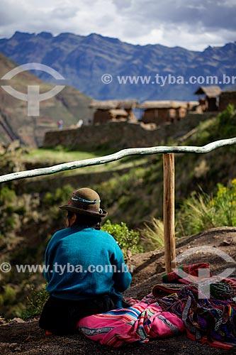 Assunto: Comércio ambulante de artesanato com as ruínas no Parque Arqueológico de Písac / Local: Písac - Peru - América do Sul / Data: 12/2011