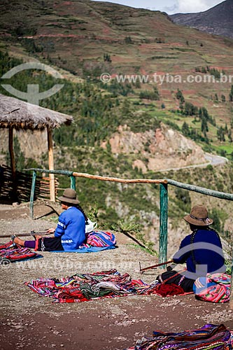 Assunto: Comércio ambulante de artesanato próximo as ruínas no Parque Arqueológico de Písac / Local: Písac - Peru - América do Sul / Data: 12/2011
