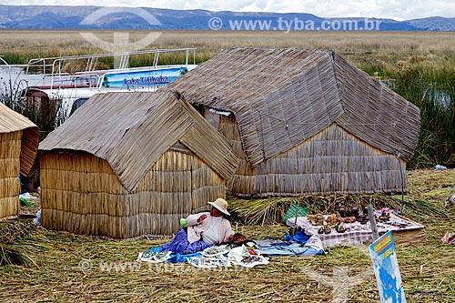 Assunto: Casas na Ilhas de Uros - ilhas feitas com a fibra da totora (Scirpus californicus) / Local: Puno - Peru - América do Sul / Data: 01/2012