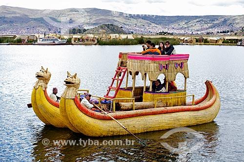 Assunto: Barco de Totora - barco feito com a fibra da totora (Scirpus californicus) - no Lago Titicaca / Local: Puno - Peru - América do Sul / Data: 01/2012