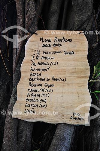 Assunto: Placa na Rua do Russel com as árvores plantadas pelo morador Kaká Guimarães / Local: Glória - Rio de Janeiro (RJ) - Brasil / Data: 01/2014
