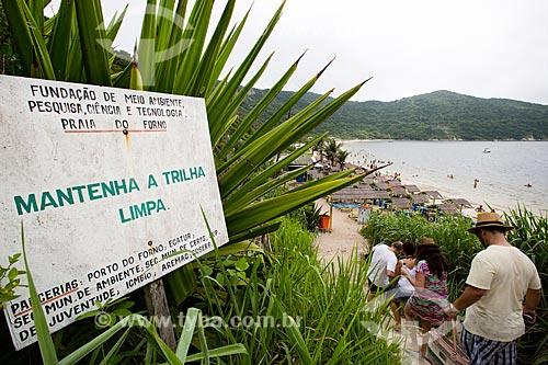 Assunto: Placa na trilha de acesso à Praia do Forno / Local: Arraial do Cabo - Rio de Janeiro (RJ) - Brasil / Data: 01/2014
