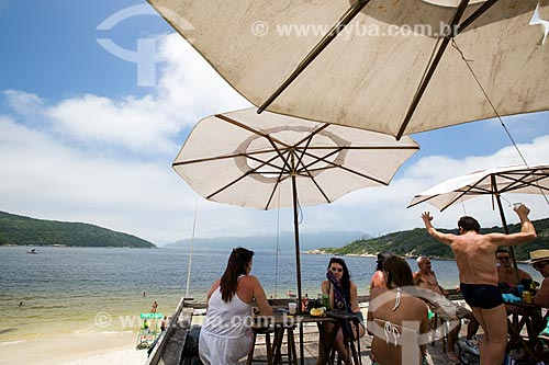 Assunto: Deck de bar à beira da Praia do Forno / Local: Arraial do Cabo - Rio de Janeiro (RJ) - Brasil / Data: 01/2014
