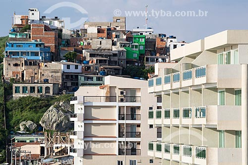 Assunto: Vista de prédios na Avenida Hermes Barcelos na orla da Praia Grande com casas ao fundo / Local: Arraial do Cabo - Rio de Janeiro (RJ) - Brasil / Data: 01/2014