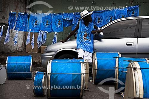 Assunto: Instrumentos do bloco de carnaval de rua Timoneiros da viola / Local: Madureira - Rio de Janeiro (RJ) - Brasil / Data: 02/2012