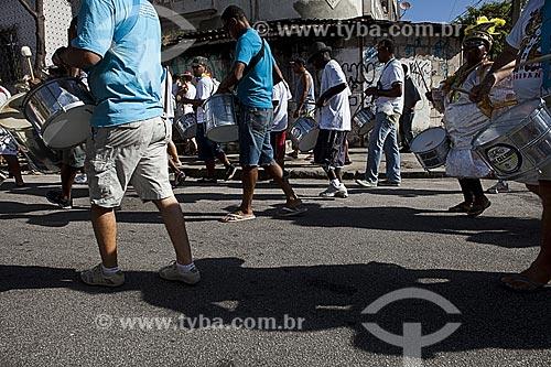 Assunto: Bateria do bloco de carnaval de rua Loucura suburbana / Local: Madureira - Rio de Janeiro (RJ) - Brasil / Data: 02/2012
