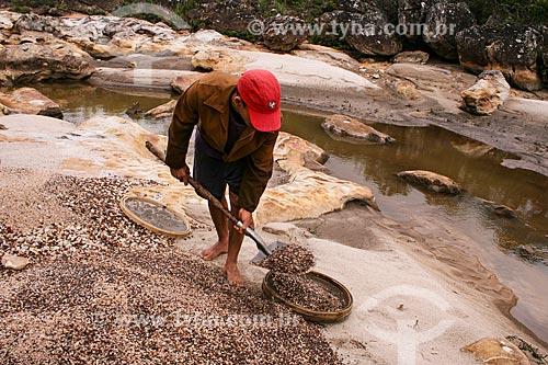Assunto: Garimpeiro trabalhando no Garimpo Real - Ribeirão do Guinda - Afluente do Rio Jequitinhonha / Local: Diamantina - Minas Gerais (MG) - Brasil / Data: 12/2007