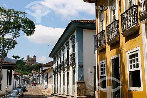 Assunto: Vista de casarões com Basílica de São Pedro dos Clérigos ao fundo / Local: Mariana - Minas Gerais (MG) - Brasil  / Data: 12/2007