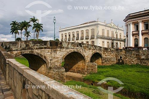 Assunto: Córrego do Lenheiro com Prédio da Prefeitura ao fundo / Local: Sao João del Rei - Minas Gerais - Brasil  / Data: 12/2007