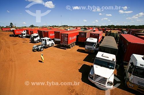 Caminhões no Porto Seco Centro-Oeste S/A  - Anápolis - Goiás - Brasil