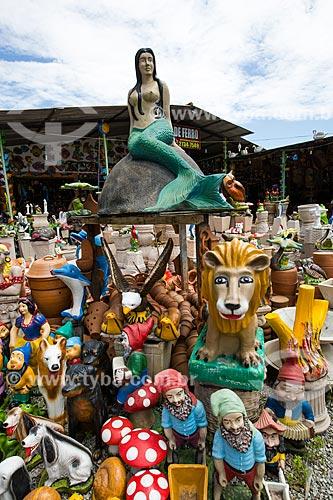 Assunto: Comércio de artesanato em cerâmica no Km 27 - direção sul - na Rodovia RJ-124 (Via Lagos) / Local: Rio de Janeiro (RJ) - Brasil / Data: 12/2013