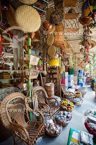 Assunto: Comércio de artesanato em palha no Km 27 - direção sul - na Rodovia RJ-124 (Via Lagos) / Local: Rio de Janeiro (RJ) - Brasil / Data: 12/2013