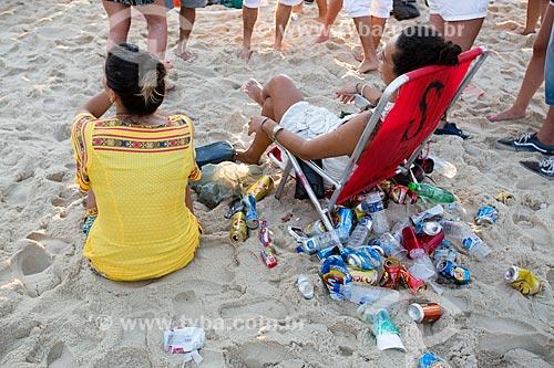 Assunto: Lixo nas areias da Praia de Ipanema após o ano novo / Local: Ipanema - Rio de Janeiro (RJ) - Brasil / Data: 01/2014