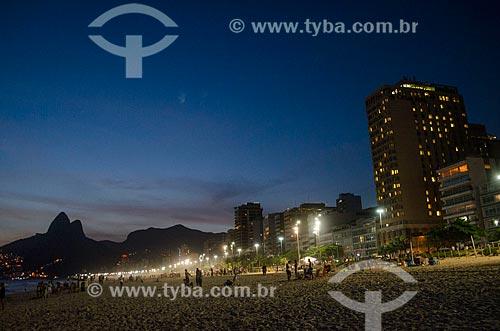 Assunto: Praia de Ipanema - próximo à Rua Maria Quitéria - com o Morro Dois Irmãos ao fundo / Local: Ipanema - Rio de Janeiro (RJ) - Brasil / Data: 01/2014