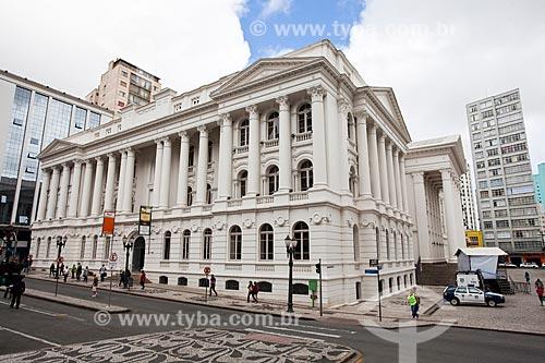 Assunto: Fachada lateral do prédio da Universidade Federal do Paraná na Rua XV de Novembro / Local: Centro - Curitiba - Paraná (PR) - Brasil / Data: 12/2013