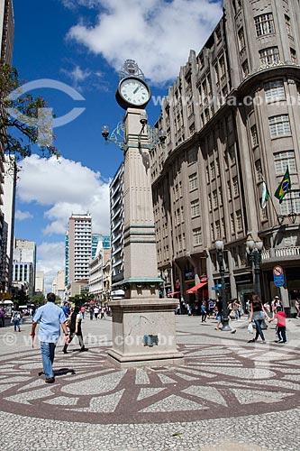 Assunto: Relógio na Avenida Luiz Xavier - também conhecida como Rua das Flores / Local: Centro - Curitiba - Paraná (PR) - Brasil / Data: 12/2013