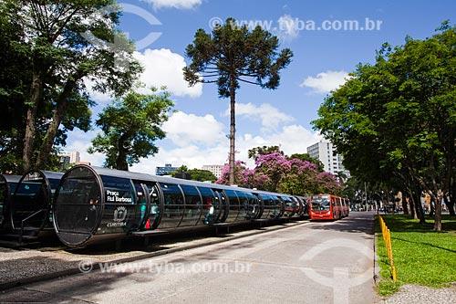 Assunto: Estação tubular de ônibus articulados - também conhecido como Estação Tubo - na Praça Rui Barbosa / Local: Curitiba - Paraná (PR) - Brasil / Data: 12/2013