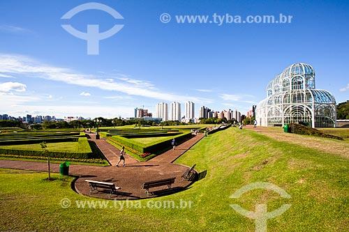 Assunto: Jardim Botânico de Curitiba (Jardim Botânico Francisca Maria Garfunkel Rischbieter) com a estufa à direita / Local: Jardim Botânico - Curitiba - Paraná (PR) - Brasil / Data: 12/2013