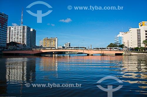 Assunto: Ponte Duarte Coelho (1943) sobre o Rio Capibaribe / Local: Recife - Pernambuco (PE) - Brasil / Data: 11/2013