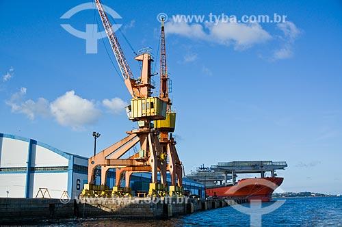 Assunto: Guindaste e navio no Porto de Recife / Local: Recife - Pernambuco (PE) - Brasil / Data: 11/2013