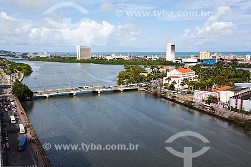 Assunto: Ponte Santa Isabel (1967) - também conhecida como Ponte Princesa Isabel - sobre o Rio Capibaribe / Local: Recife - Pernambuco (PE) - Brasil / Data: 11/2013