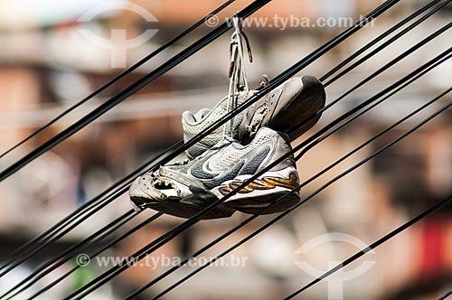 Assunto: Tênis pendurado em fio na Favela do Turano / Local: Rio de Janeiro (RJ) - Brasil / Data: 04/2011