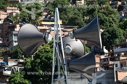 Assunto: Alto-falante no Morro do Borel para alertar moradores sobre riscos de tempestade / Local: Tijuca - Rio de Janeiro (RJ) - Brasil / Data: 04/2011
