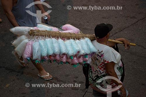 Assunto: Vendedor de algodão doce na Rua do Russel / Local: Glória - Rio de Janeiro (RJ) - Brasil / Data: 02/2014