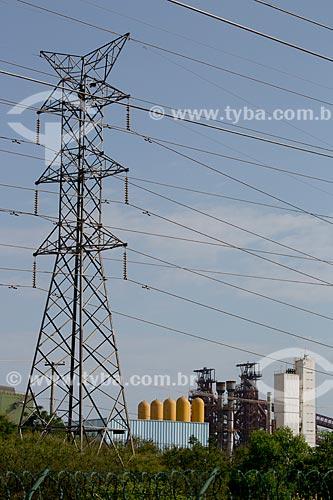 Assunto: Torre de transmissão de energia elétrica com Companhia Siderúrgica do Atlântico (CSA) ao fundo -  Thyssenkrupp / Local: Santa Cruz - Rio de Janeiro (RJ) - Brasil / Data: 02/2014