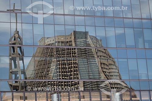 Assunto: Reflexo da Catedral de São Sebastião do Rio de Janeiro (1979) / Local: Centro - Rio de Janeiro (RJ) - Brasil / Data: 02/2014