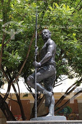 Assunto: Estátua em bronze (2008) - Homenagem ao herói negro Zumbi dos Palmares / Local: Salvador - Bahia (BA) - Brasil / Data: 02/2014