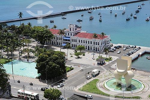 Assunto: Vista da Cidade Baixa com antiga escola de aprendizes de marinheiro e Fonte da Rampa do Mercado / Local: Salvador - Bahia (BA) - Brasil / Data: 02/2014