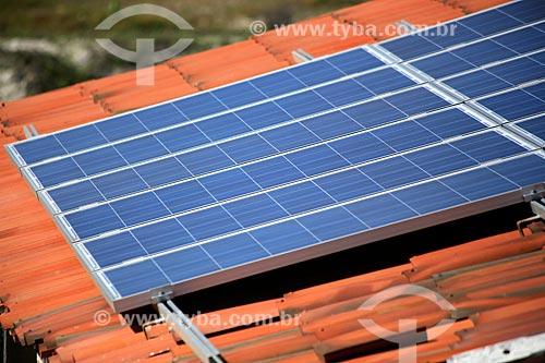 Assunto: Telhado com placas de energia solar em Canoa Quebrada / Local: Aracati - Ceará (CE) - Brasil / Data: 02/2014