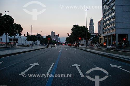 Assunto: Amanhecer na Avenida Presidente Vargas (1944) / Local: Centro - Rio de Janeiro (RJ) - Brasil / Data: 02/2014