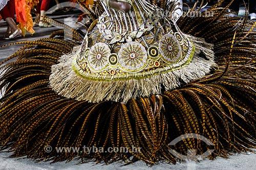 Assunto: Desfile do Grêmio Recreativo Escola de Samba Unidos de Vila Isabel - Detalhe da fantasia de Porta-Bandeira - Enredo 2014 - Retratos de um Brasil plural / Local: Rio de Janeiro (RJ) - Brasil / Data: 03/2014