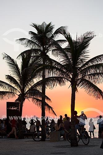Assunto: Pôr do sol visto do Arpoador próximo ao monumento à Millôr Fernandes no Largo do Millôr / Local: Ipanema - Rio de Janeiro (RJ) - Brasil / Data: 02/2014