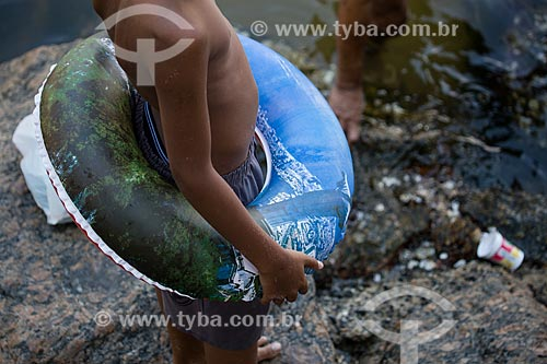 Assunto: Menino com boia na Praia da Urca / Local: Urca - Rio de Janeiro (RJ) - Brasil / Data: 01/2014