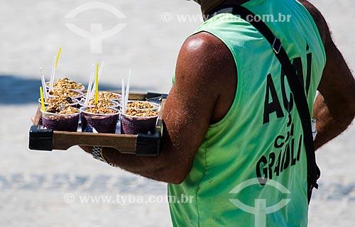 Assunto: Vendedor ambulante de açaí na Praia do Arpoador / Local: Ipanema - Rio de Janeiro (RJ) - Brasil / Data: 01/2014