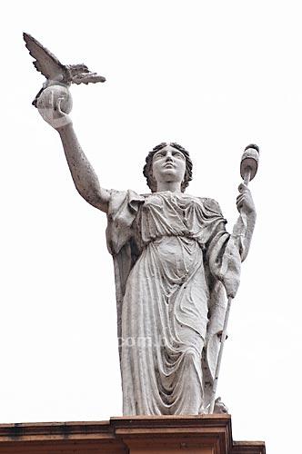 Assunto: Detalhe das esculturas no Paço Municipal de Porto Alegre (1901) - estátua que representa a república / Local: Porto Alegre - Rio Grande do Sul (RS) - Brasil / Data: 12/2013