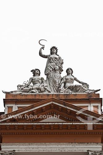 Assunto: Detalhe das esculturas no Paço Municipal de Porto Alegre (1901) - estátuas que representam o comércio, agricultura e a indústria / Local: Porto Alegre - Rio Grande do Sul (RS) - Brasil / Data: 12/2013