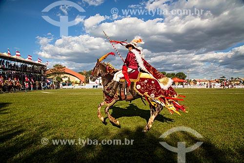 Assunto: Cavalhada - encenação de duelo entre Mouros e Cristãos - cavaleiro representando os Mouros / Local: Jaraguá - Goiás (GO) - Brasil / Data: 05/2013