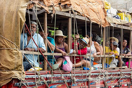 Assunto: Romeiros em caminhão / Local: Juazeiro do Norte - Ceará (CE) - Brasil / Data: 11/2012