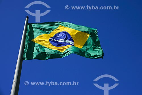Assunto: Bandeira do Brasil no Mirante do Morro da Guia / Local: Cabo Frio - Rio de Janeiro (RJ) - Brasil / Data: 08/2012