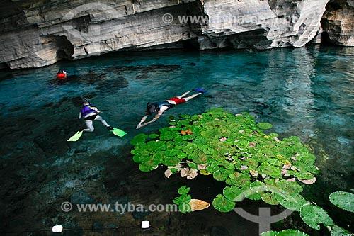 Assunto: Pessoas nadando na Gruta da Pratinha / Local: Iraquara - Bahia (BA) - Brasil / Data: 04/2013