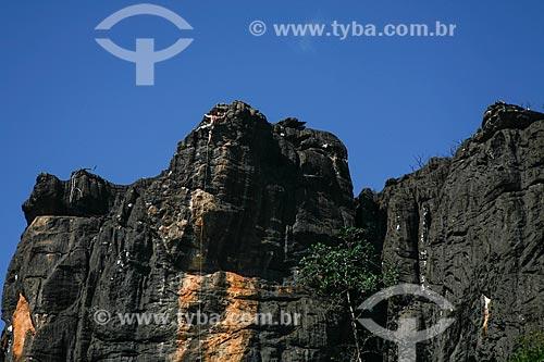Assunto: Homem escalando montanha no Parque Nacional da Serra do Cipó / Local: Santana do Riacho - Minas Gerais (MG) - Brasil / Data: 06/2009