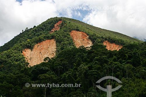 Deslizamento de terra no Vale do Cuiabá - detalhe de morro com barrancos  - Petrópolis - Rio de Janeiro - Brasil